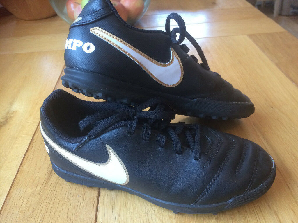 Nike Tiempo Junior Astro Turf Football Boots Size UK 4