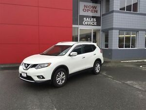 2016 Nissan Rogue SV AWD CVT Local *SUV* No Accidents ! One Owne Comox / Courtenay / Cumberland Comox Valley Area image 1