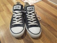 Mens size 10 converse in excellant ci dition need gone