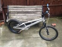 ONZA STUNT JUMP BIKE VERY EXSPENSIVE TO BUY ALL WITH GOOD PARTS ON
