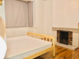 Double room with new floor, freshly painted walls and fast broadband (includes all bill)