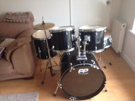 Complete drum kit in perfect condition.