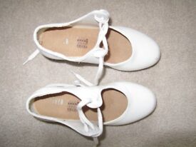 White Bloch dancing tap shoes size 13.5