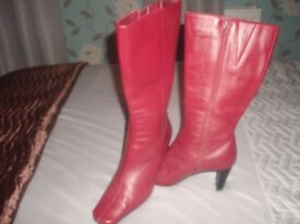 LADIES MARKS/SPENCERS BOOTS SUIT SIZE 41/2 / 5