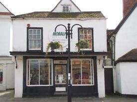 Flat to rent for two people in an old and eccentric building with spacious character on two floors.