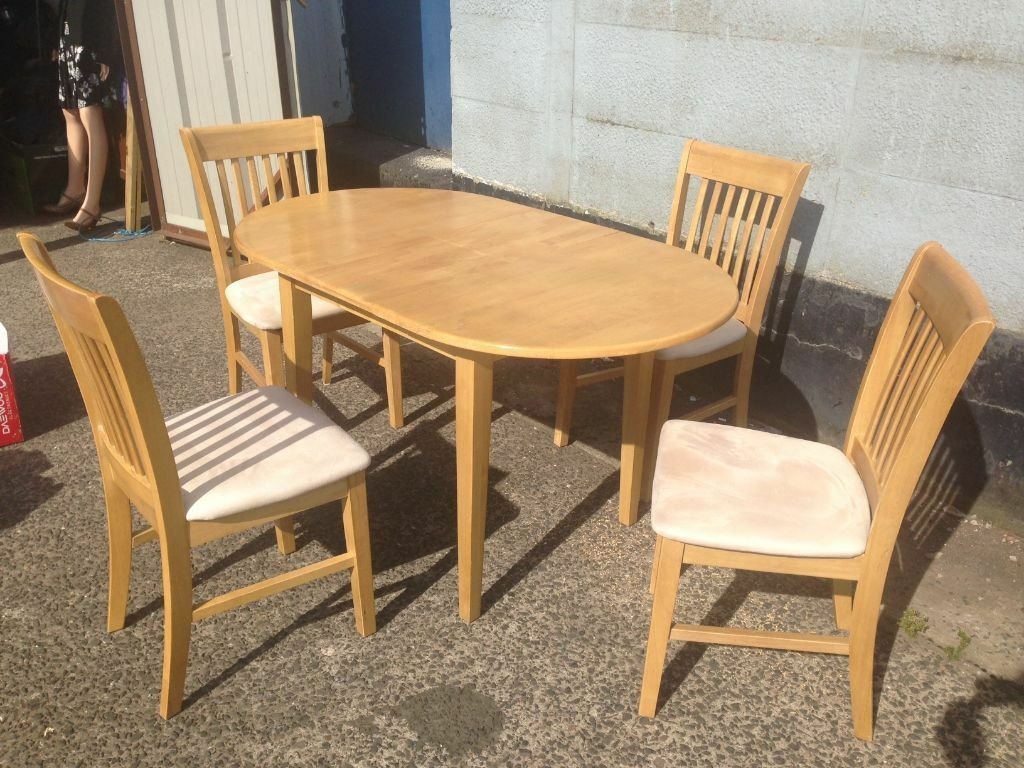 Extending dining room table and 4 chairs very nice for Dining room tables on gumtree