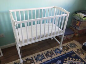 White cot with castors and adjustable side