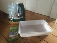 Cat litter tray, wood litter and tray liners