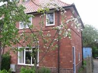 2 bedroom house to rent in Lenton Abbey