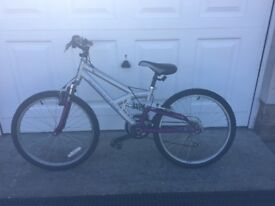 Girls bike suitable for approx 9-11 years