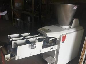 Kemper Continuous Dough Divider w/ Rounding Arm - iFoodEquipment.ca