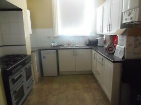1st July 17 - 6 DOUBLE Bed 2 Bath House on Lausanne Rd in Withington 6 x £346.66 Half Rents No Fees!