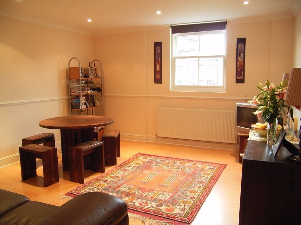 VERY SPACIOUS 1BED IN HIGHBURY AVAILABLE NOW!!
