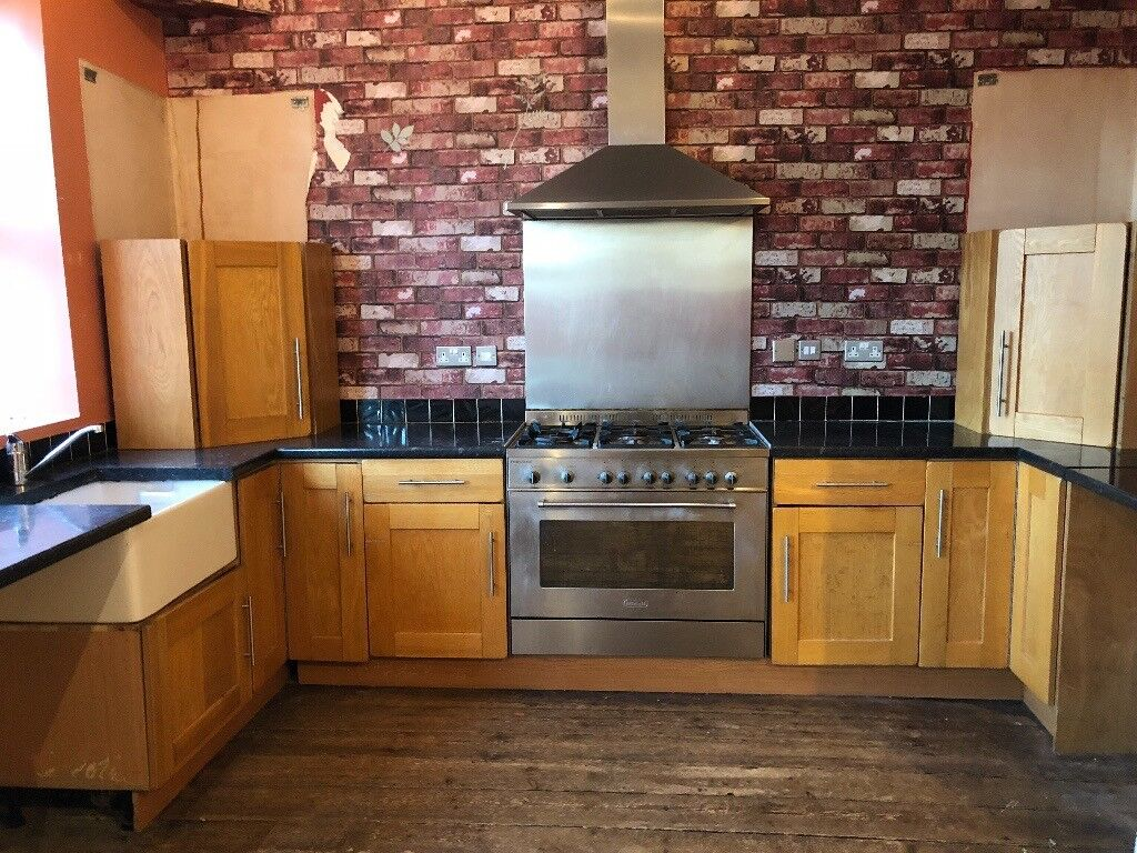 NOW SOLD 8 Kitchen Units, Worktops with Delonghi Cooker, Splashback & Hood