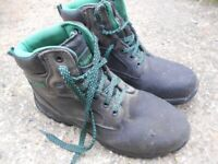 Safety boots (size 9)