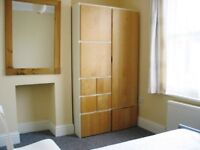 Great Double Room, convenient location, near station, shops and Leisure Centre