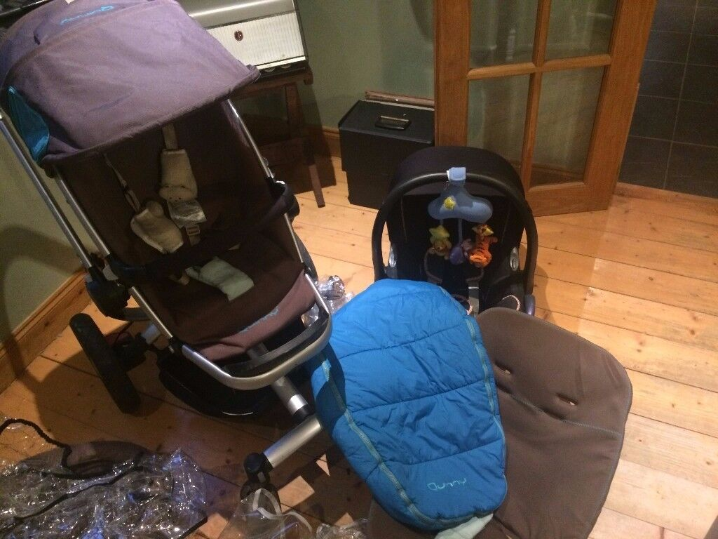 Quinny Travel System including Maxi-Cosi car seat and car base