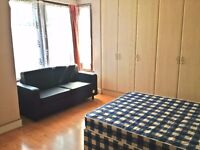 £170pw Huge Double room,in (Zone3) Bounds Green , 5 min away from the Station ,Couples Welcome