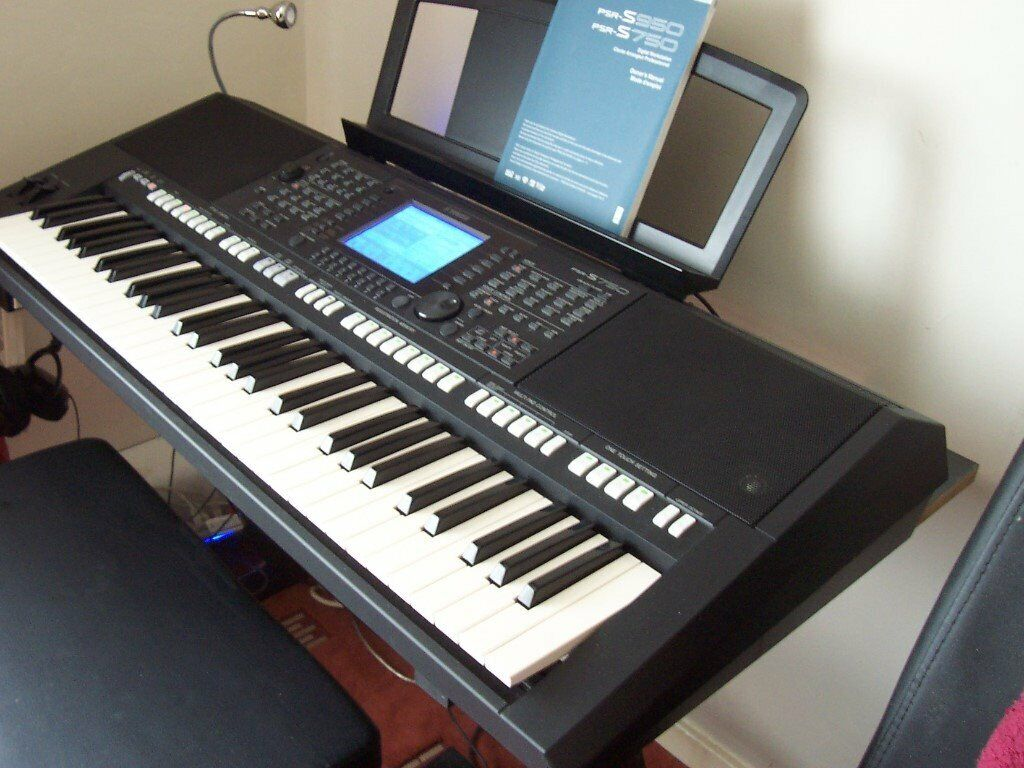 YAMAHA PSR S750 WITH COVER (reduced) | in Knottingley, West Yorkshire |  Gumtree