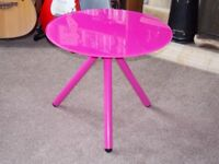 Misy lamp / coffee / occasional Table round in PINK! Safety glass top
