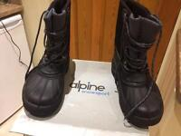 Alpine snow boots size 9 new.