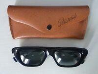 VINTAGE Polaroid sunglasses + original case