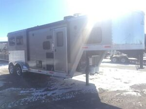 2015 Merhow ALL ALUMINUM 2 HORSE SLANT WITH 6'6 LIVING QUAR...