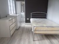 Luxury Bedsit in Round Green Area, close to Town Centre and Train Station - Available Now - No DSS