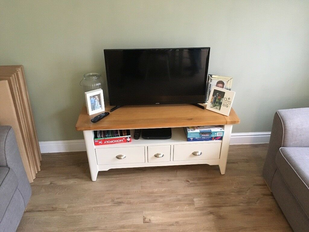 "32"" Samsung tv for sale, brand new. £150"