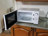 BRAND NEW MICROWAVE - FREE LOCAL DELIVERY