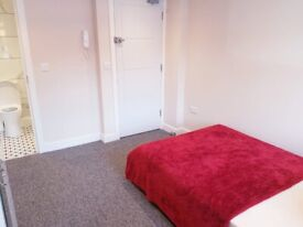Newly Furnished Ensuite Room In Centre of Harrow HA13DH All bills Included