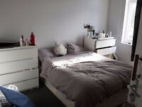 DOUBLE ROOM 3 minutes to CHALK FARM STATION 5 mins by bus to CAMDEN TOWN