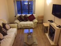 Double Room in modern flat with private parking