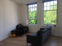 Double-bed room in a large apartment in Acton