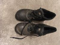 Men's size 9 safety boots