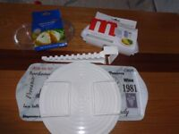 Assorted plastic microwave/kitchen accessories - STUDENTS
