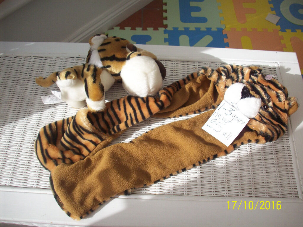 CHILDRENS CLOTHES, EXCELLENT CONDITION, SOME NEW, DRESSING GOWNS,SLIPPERS,BODYWARMER,BIBS,TSHIRTin Gillingham, DorsetGumtree - PHOTO 1/ £5 HAT/GLOVES/SCARF COMBO AND MATCHING TOY , PHOTO 2/ NEW LINED BODYWARMER , WITH TAGS, £4, PHOTO 3/ JOHN LEWIS DINOSAUR ROBE, AS NEW, £6, PHOTO 4/ TIGGER DISNEY ROBE, AS NEW £5. PHOTO 5/ LADYBUG ROBE. AS NEW £6.. PHOTO 6/ NEW SLIPPERS....