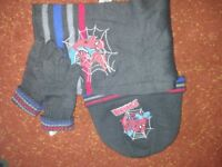 Boys Spiderman hat, gloves and scarf age 3-6 years