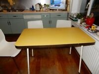 FREE DELIVERY VINTAGE MID CENTURY FORMICA DINING KITCHEN TABLE YELLOW