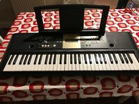 Yamaha YPT-220 Electric Keyboard