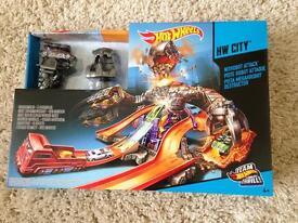 Hot Wheels City Nitrobot Attack track set