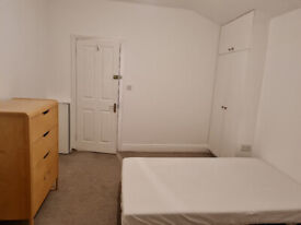 Room with the balcony in West Ealing/Northfields