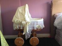 WICKER STYLE MOSES BASKET