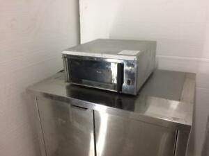 Commercial Convection Oven - Otis Spunkmeyer OS-1 - Countertop Bake Oven - iFoodEquipment.ca