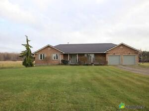 $900,000 - Country home for sale in Strathroy