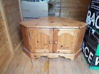 Pine TV Corner Cabinet (£5) (Free Delivery)