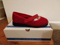 Cosyfeet Kiki Flats - Size 4 - Colour: Red