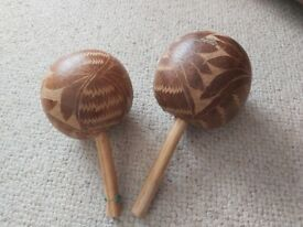 Natural maracas in excellent condition