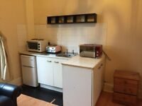 West End Studio Flat - Great location, Practically All Inclusive