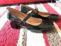 smart black gloss block size 5, 1 inch heeled shoes